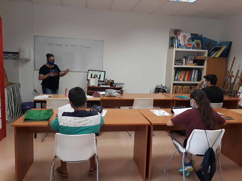Clases Apoyo Alumnos Primaria Centro de Estudios Academia Formación Autoescuela en Mutxamel