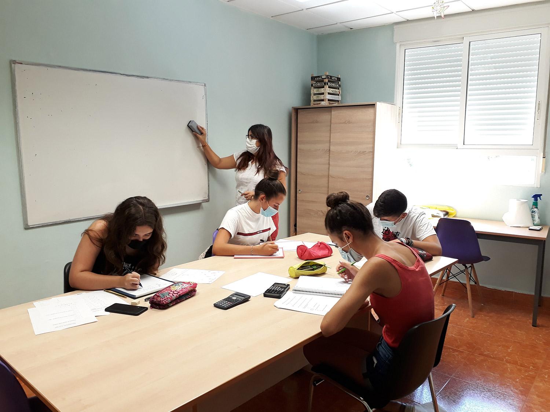 Clases Apoyo Alumnos Graduado ESO Centro de Estudios Academia Formación Autoescuela en Mutxamel